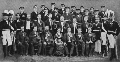 König Bernhard I. (Hörsgen) und Königin Franziska I. (Grüter) mit Vorstand und Offizieren