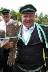Schützenkönig Paul-Stephan I. mit den Vogelresten