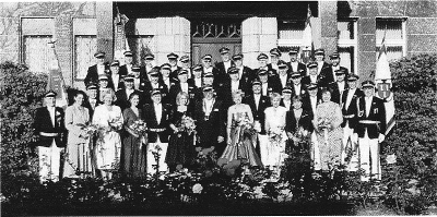 Königspaar, Hofstaat und Offiziere